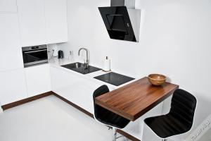 kuchnia biała czarna fornir orzechowy