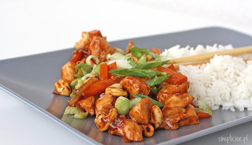 Kurczak po tajsku z orzechami nerkowca