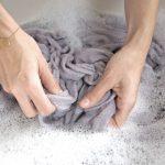Prosta pielęgnacja ubrań. Jak dbać o wełnę i kaszmir?