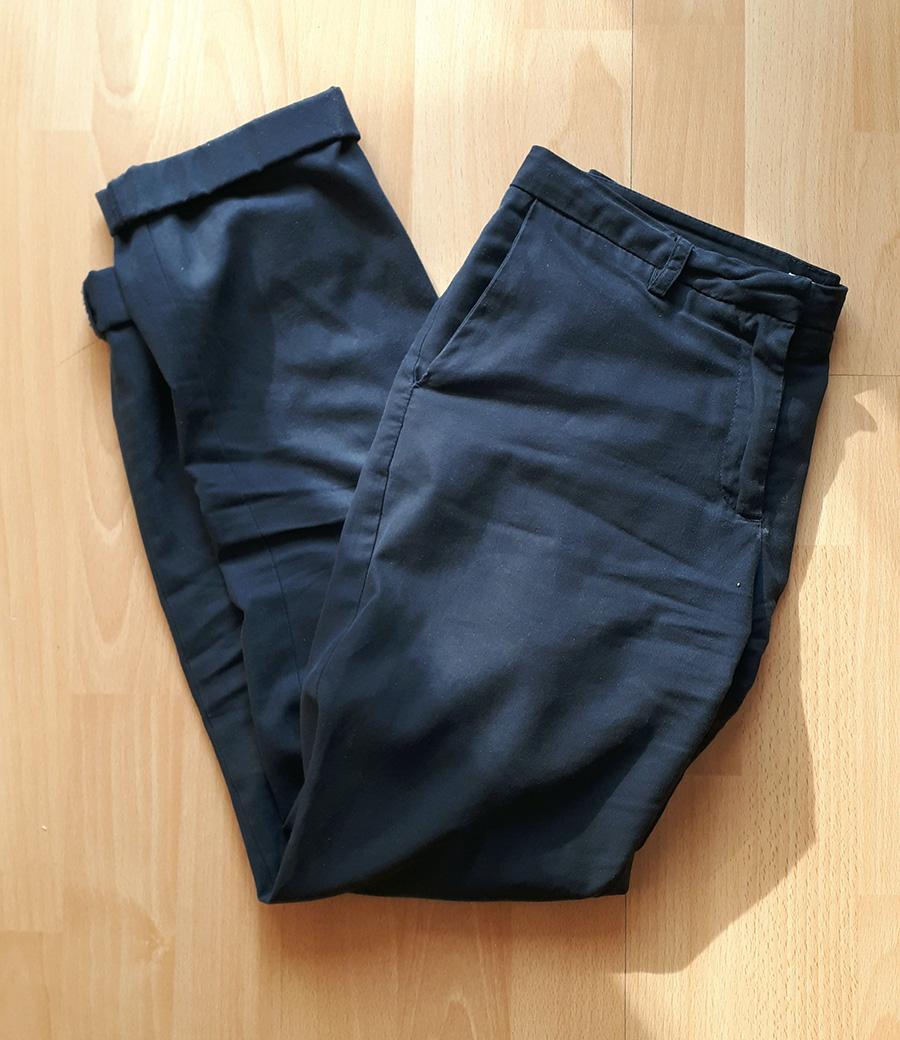 e80f802fb0 Bawełniane spodnie szwedzkiej marki Sisters. Kupione na wyprzedaży w SH –  kosztowały złotówkę. Mają mój ulubiony odcień granatu  wpadający w błękit  pruski.