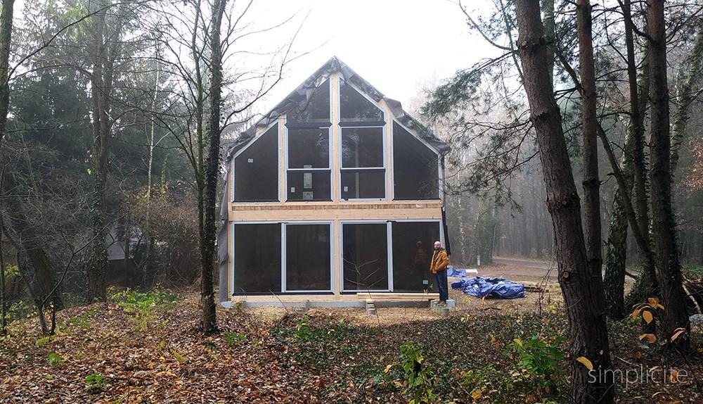 Wszystko o naszej nowoczesnej stodole w lesie. Ile ma metrów, ile kosztuje, no i czy nie będzie zimno przez te okna?