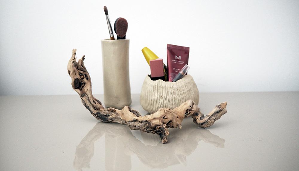 Toaletka Minimalistki. Kosmetyki do makijażu. Zima 2019