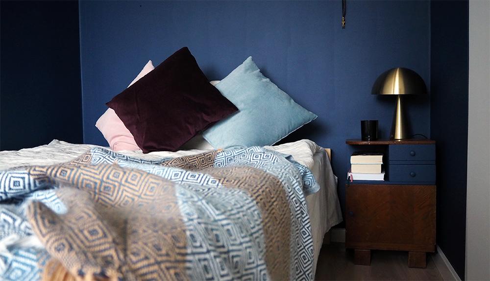 Granatowa sypialnia czyli minimalizm inaczej